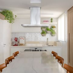 Kitchen units by MIS Arquitetura e Interiores