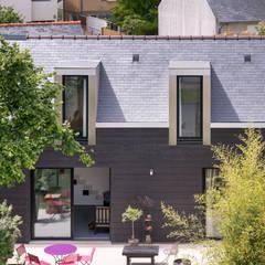 Maison mitoyenne contemporaine 63 m2: Terrasse de style  par Créateurs d'Interieur,