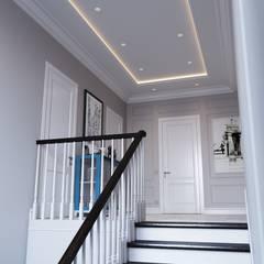 Escaleras de estilo  por Студия дизайна и ремонта КВАДРАТ
