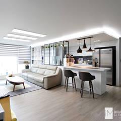 성원상떼빌 34평 -거실, 주방: 디자인아이엠의  거실