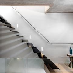 152 Waterkant :  Stairs by GSQUARED architects, Minimalist