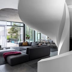 SM 37 :  Living room by GSQUARED architects, Minimalist
