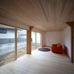 立地を楽しむ三階建 北欧デザインの 書斎 の 株式会社高野設計工房 北欧