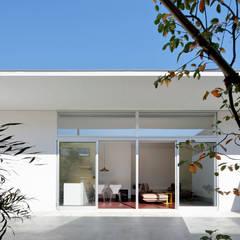 庭の輪郭: 稲山貴則 建築設計事務所が手掛けたリゾートハウスです。