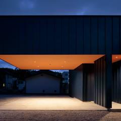 Garajes abiertos de estilo  por 稲山貴則 建築設計事務所