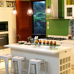 Fabulous Vacation House with a Flair – Tagaytay:  Kitchen by SNS Lush Designs and Home Decor Consultancy