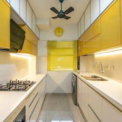Affordable kitchen designed for Anupama Kumar, Mumbai:  Built-in kitchens by Küche7 ,