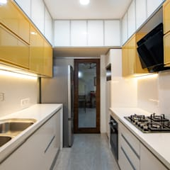 Affordable kitchen designed for Anupama Kumar, Mumbai:  Built-in kitchens by Küche7