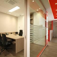 Oficinas SPAR: Estudios y despachos de estilo  de Galefusion