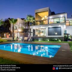 Detached home by Excelencia en Diseño,