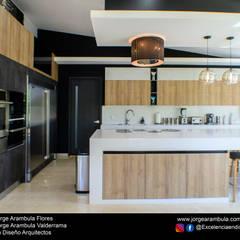 Casa La Nogalera: Cocinas equipadas de estilo  por Excelencia en Diseño