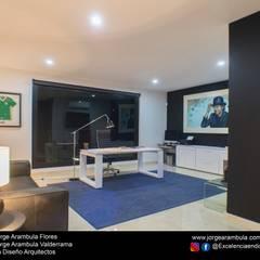 Casa La Nogalera: Estudios y oficinas de estilo  por Excelencia en Diseño,