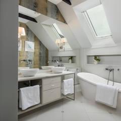 Projekt wnętrz w stylu eklektycznym.: styl , w kategorii Łazienka zaprojektowany przez StudioDecor