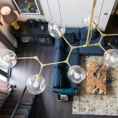 Projekt wnętrz w stylu eklektycznym.: styl , w kategorii Salon zaprojektowany przez StudioDecor