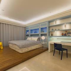 Dormitorios infantiles de estilo  por 雅群空間設計,