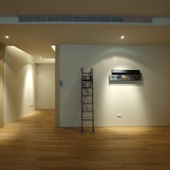 Corridor & hallway by 雅群空間設計, Asian