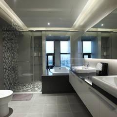 Bathroom by 雅群空間設計