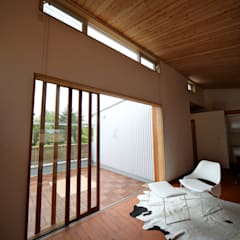 Ventanas de madera de estilo  por 株式会社高野設計工房