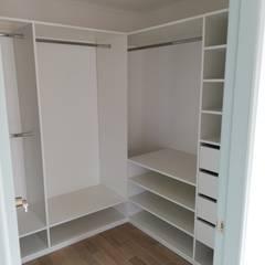 Petites chambres de style  par Remodelaciones Santiago Eirl