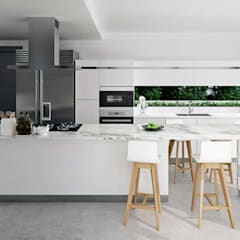 Built-in kitchens by Tono Lledó Estudio de Interiorismo en Alicante