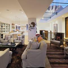 Klassische Wohnzimmer von KMMA architects Klassisch