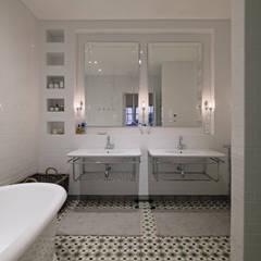Klassische Badezimmer von KMMA architects Klassisch