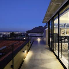 Balcón de estilo  de KMMA architects