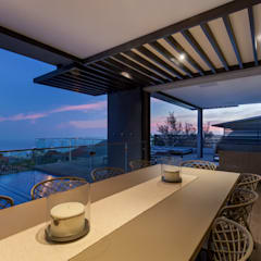 House Ocean View 331 Fresnaye:  Balcony by KMMA architects, Modern