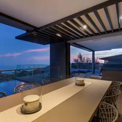 House Ocean View 331 Fresnaye:  Balcony by KMMA architects