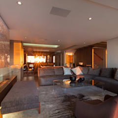 House Ocean View 331 Fresnaye:  Living room by KMMA architects