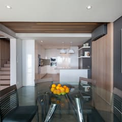 House Ocean View 331 Fresnaye:  Built-in kitchens by KMMA architects,