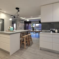 House Drelingcourt Fresnaye:  Built-in kitchens by KMMA architects,