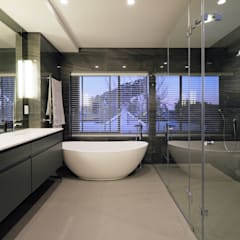 House Drelingcourt Fresnaye:  Bathroom by KMMA architects,