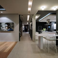House La Croix Fresnaye:  Built-in kitchens by KMMA architects,