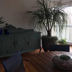 Balcón de estilo  por ABBITÁ arquitetura