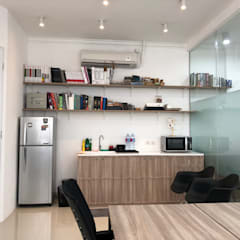 TS Office: Dapur oleh TIES Design & Build,