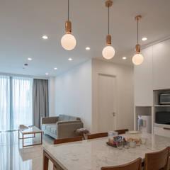 RE Apartment Unit: Ruang Makan oleh TIES Design & Build,
