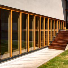 高根沢・セブンハウス: 中山大輔建築設計事務所/Nakayama Architectsが手掛けた樹脂サッシです。