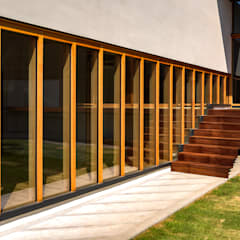 Ventanas de PVC de estilo  por 中山大輔建築設計事務所/Nakayama Architects