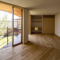 高根沢・セブンハウス: 中山大輔建築設計事務所/Nakayama Architectsが手掛けた小さな寝室です。