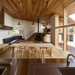 高根沢・セブンハウス: 中山大輔建築設計事務所/Nakayama Architectsが手掛けたダイニングです。