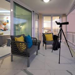 Penthouse The President Bantry Bay:  Balcony by KMMA architects,
