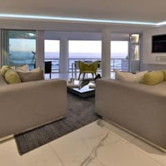 Penthouse The President Bantry Bay:  Living room by KMMA architects,