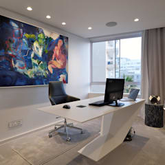Penthouse The President Bantry Bay:  Study/office by KMMA architects