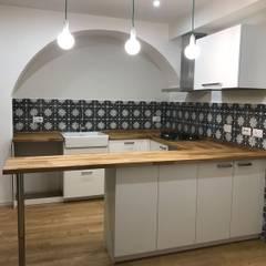 مطبخ ذو قطع مدمجة تنفيذ Medina Oriental Design