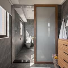 悠然寫意‧樂漫遊:  浴室 by 權相室內裝修設計有限公司