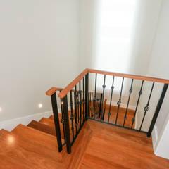 Escaleras de estilo  por Lozí - Projeto e Obra