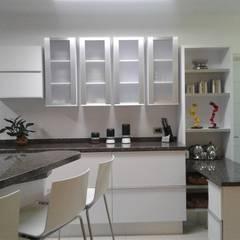 Remodelación de cocina: Muebles de cocinas de estilo  por vuolo.arteydiseño