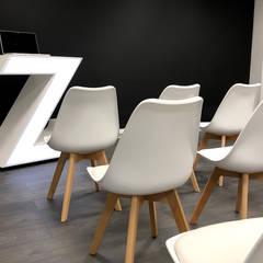reforma de oficina: Estudios y despachos de estilo  de Lafuencis & González arquitectura de interiores