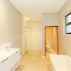 Modern Bathroom by Building Project X (Pty) Ltd. Modern